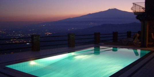 Villa in peaceful location. Private pool, Breathtaking views of sea and Mt Etna