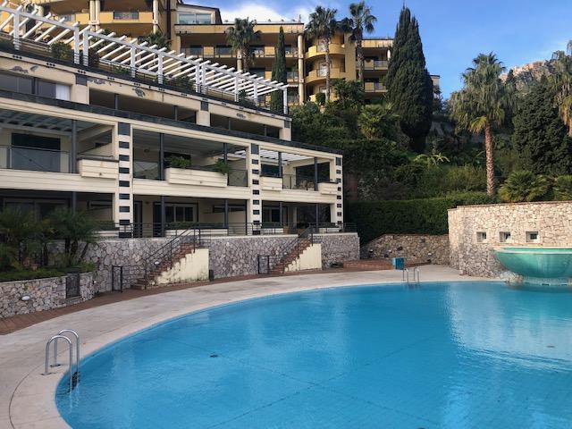 Appartamento 90 mq con terrazzo vista mare e due posti auto